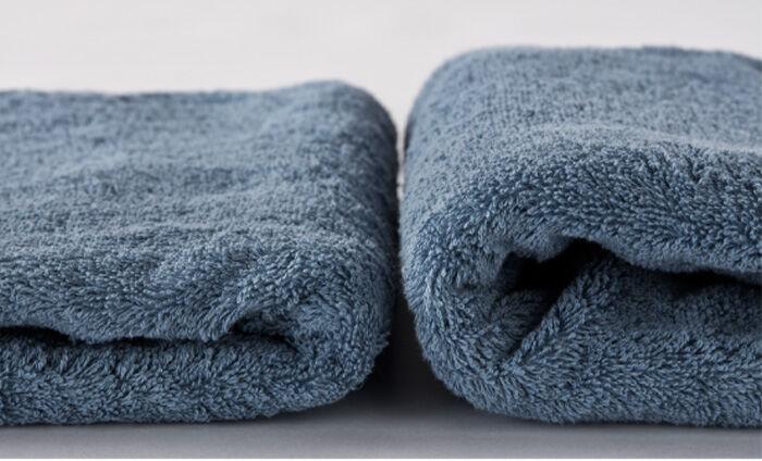 それぞれ天日干しと乾太くんで乾燥させたタオルで比較。ぜんぜん違う仕上がりに。