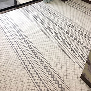 古くなった床材を張替えて、おしゃれな洋室になりました