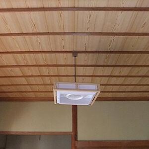 傷んで剥がれてきた天井は早めに張替えることをお勧めします