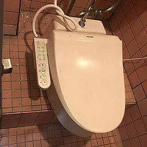和式トイレが、膝に負担がかからない洋式に早変わりします