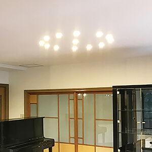 開いてしまった穴をきれいに補修、汚れや衝撃に強い壁と天井に