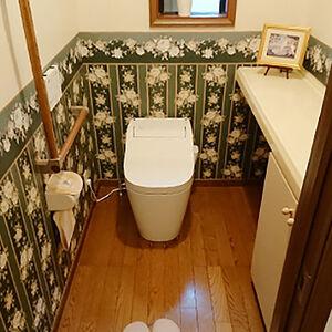 シンプルさが魅力のアラウーノで清潔感のあるトイレ空間に