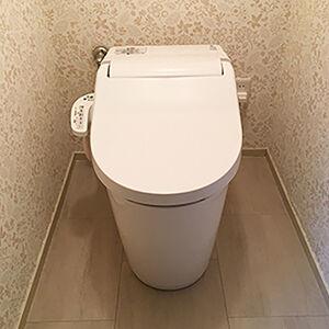 トイレの全体リフォームで、落ち着きのある空間に