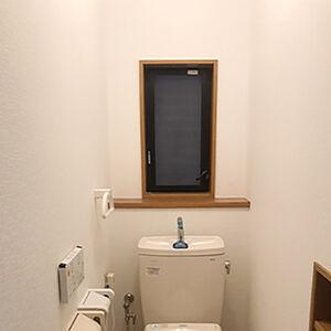 汚れが気になっていたトイレのクロスを思い切って張替えました