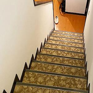 階段と2階廊下のカーペットを張替えました