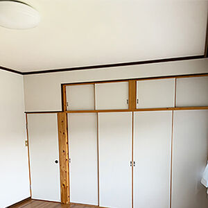 築36年になる持ち家の2階居室の天井と壁をクロス張替え