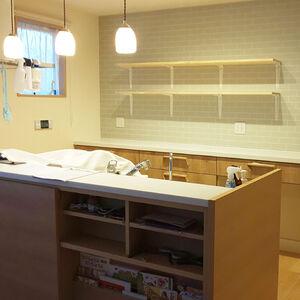 キッチンの食器棚をおしゃれな「見せる収納」へリフォーム
