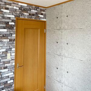 レンガ模様とコンクリート柄の壁紙で子供部屋をリフォーム
