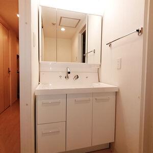 洗面台をリクシルのピアラに取り換えて快適リフォーム