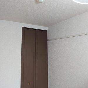 ご自宅の洋間のクロス張替えをしてお部屋のメンテナンス