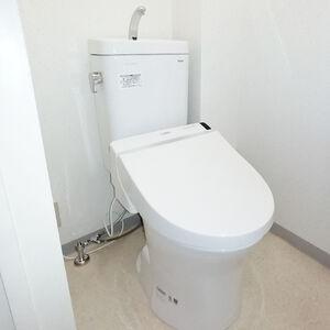 老朽化したトイレを交換して毎日のお手入れが楽になる
