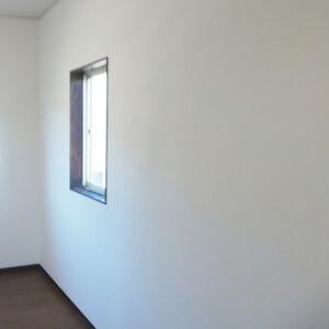 お部屋のクロス張替えをして新築のような新しさを取り戻す