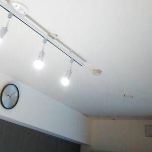 天井クロスを張替えて明るくきれいになりました