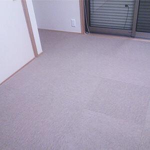 畳を傷つけないためにタイルカーペットを敷くリフォーム