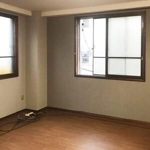 倉庫の内装を一新してモダンな休憩部屋になりました