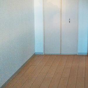 床とクロスを張替えて明るく清潔なお部屋