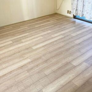 ホワイト系の床にしてお部屋全体の印象が明るくなりました