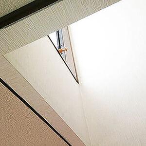 忘れがちな階段のクロスリフォームですっきりと気分一新