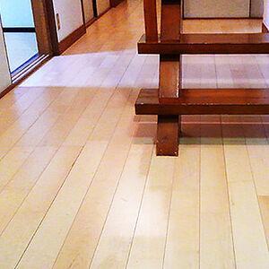 木目の美しさが重視された床にリフォーム