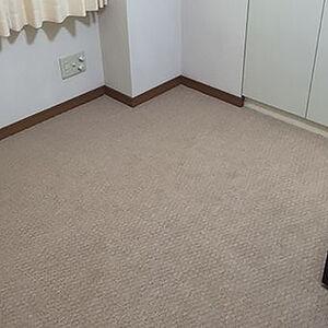 シミがついた床ナチュラルブラウンのカーペットへ交換