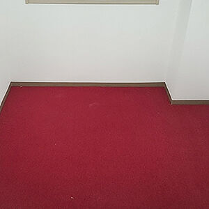 赤いカーペットを選択して個性が光るお部屋に変わる