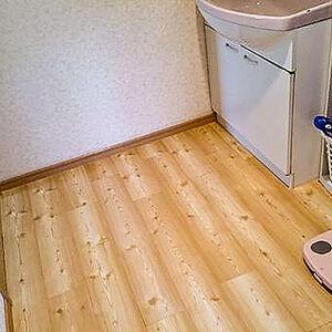 耐久性・耐水性に優れたフロアタイルで洗面所をリフォーム