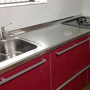 機能的でリーズナブルな家具のようなキッチン、ラクエラ