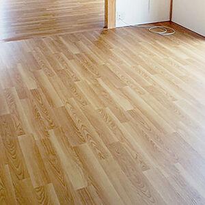 簡単な掃除でピカピカ!ワックスいらずの床にリフォーム