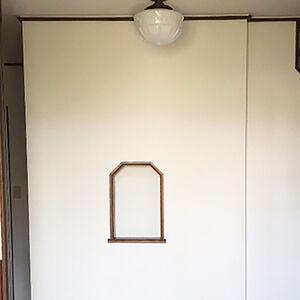クロスを張替えて明るく出迎えできる雰囲気の玄関にリフォーム