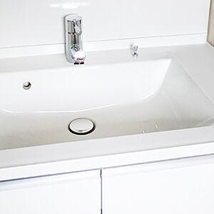 お風呂あがりでもミラーが曇りにくい洗面台に交換
