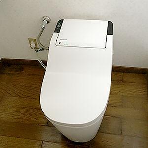 故障したトイレが白く手入れがしやすいトイレに変わる