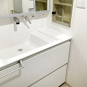 洗面所内装と洗面台が汚れにくくキレイが続くようにリフォーム