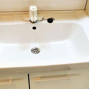 黄ばんでいたものが白く掃除のしやすい洗面台に変わる