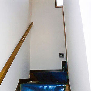 築26年の戸建住宅で、家中のクロスを張替え