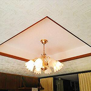 アクセントクロスが上品さを演出してくれる天井へリフォーム