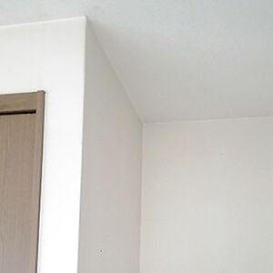 光を反射する白いクロスでより明るいお部屋へリフォーム