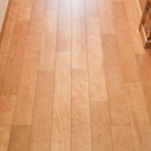 床は機能と美しさで選ぶ。木目のリリカラでより丈夫に、美しく