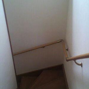 ズレ歪みヒビを補強で安心の階段にリフォーム