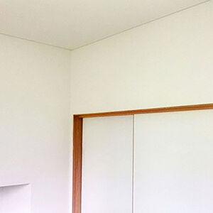 日焼けが気になる壁紙を張り替えて明るいお部屋にリフォーム