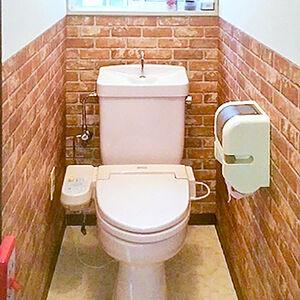 トイレの壁紙をレンガのような石目調クロスに