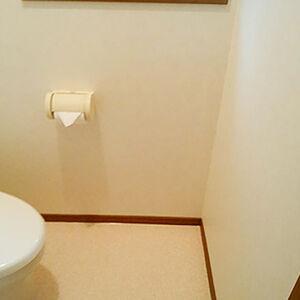 黒ずみが気になる壁や床を張替えて、清潔感のあるトイレ空間に