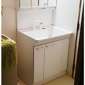 トイレと洗面所に高機能な床・クロスを選択。キレイかつ清潔に変身