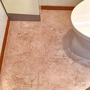 高級感とデザイン性のクロス、床を採用したトイレリフォーム