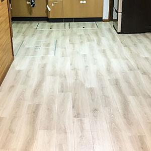 腐食した床が綺麗になり、お子様も安心して過ごせる空間へ
