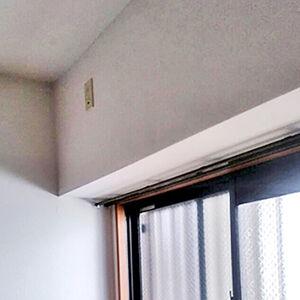 人気の塗り壁のクロスを使ってカビていたお部屋を明るく広く