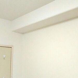 剥がれたクロスを張替えて、スッキリと統一感のあるお部屋に