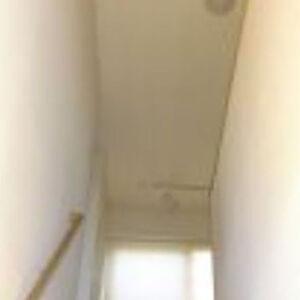 新素材ハイブリッドクロスで汚れにくく明るい階段へ