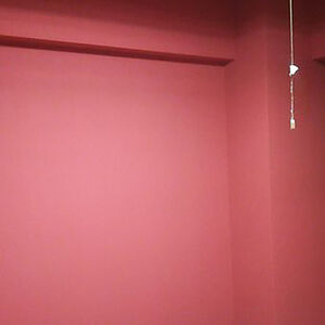 赤色クロスで日焼け対策も備えたかっこいいお部屋になる