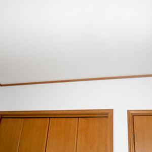 凹凸のあるクロスで陰影を楽しむ高級感漂うお部屋に変身