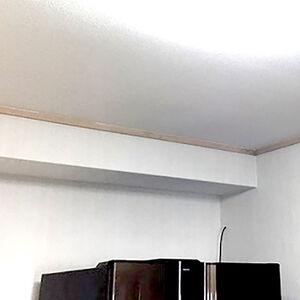 エンボス加工のクロスなら平面的にならず雰囲気のあるお部屋に